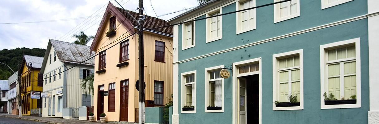 Antônio Prado surgiu em 1886 com as colônias de imigrantes italianos, casas de madeira e ruas em forma de xadrez.