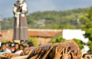 Ação Memórias da Festa traz histórias do Pau da Bandeira de Santo Antônio, em Barbalha (CE)