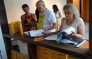 Livro Patrimônios de Pirenópolis é lançado com noite de autógrafos no Cine Pireneus