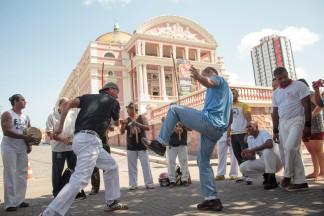 Roda de capoeira no Largo de São Sebastião, em Manaus (AM)