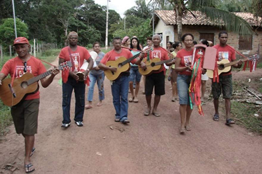 As folias envolvem a formação de uma Comissão, com atribuições formais, musicais e a realização de uma peregrinação