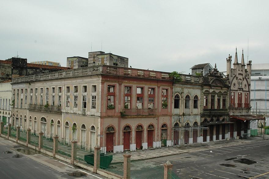 Casarões no entorno do porto em Manaus