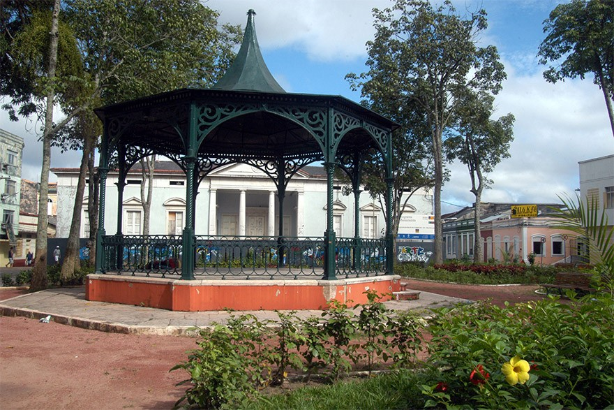 Coreto na Praça D. Pedro II, em frente ao Paço da Liberdade