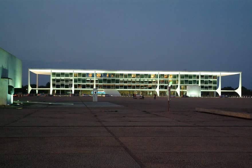 Praça dos Três Poderes e Palácio do Planalto