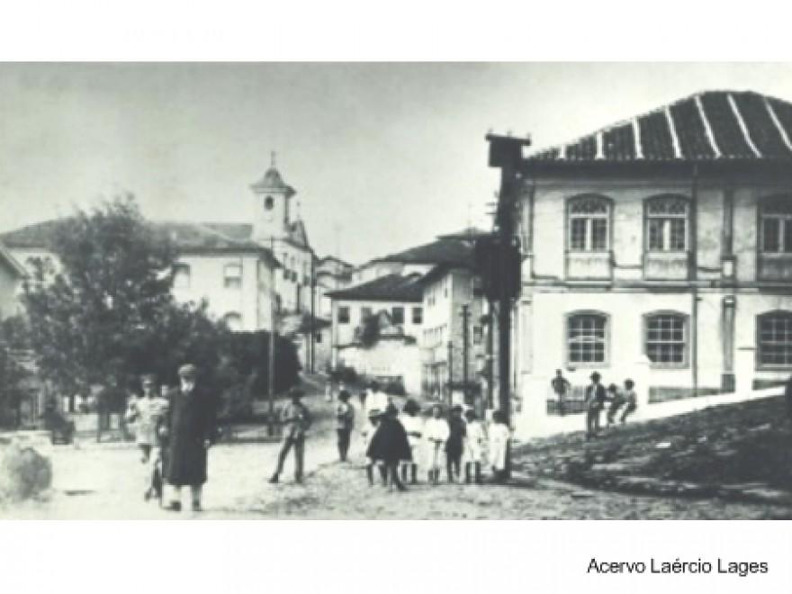 MG_DIAMANTINA_Casa_à_Praça_Juscelino_Kubitschek_Antiga(1)