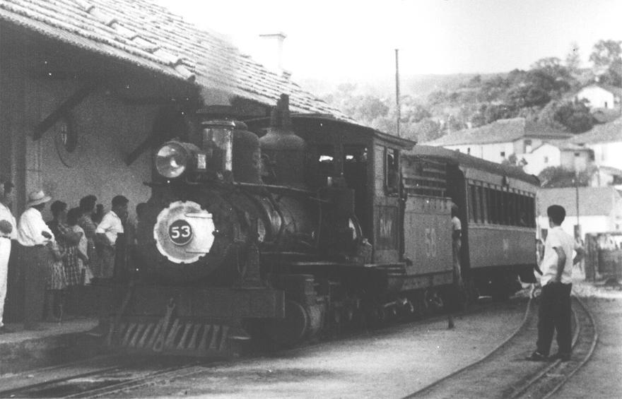 MG_FER_53_ultimo_trem_em_Pitanguy_12_06_1964_Maquinista_Jose_Bernar