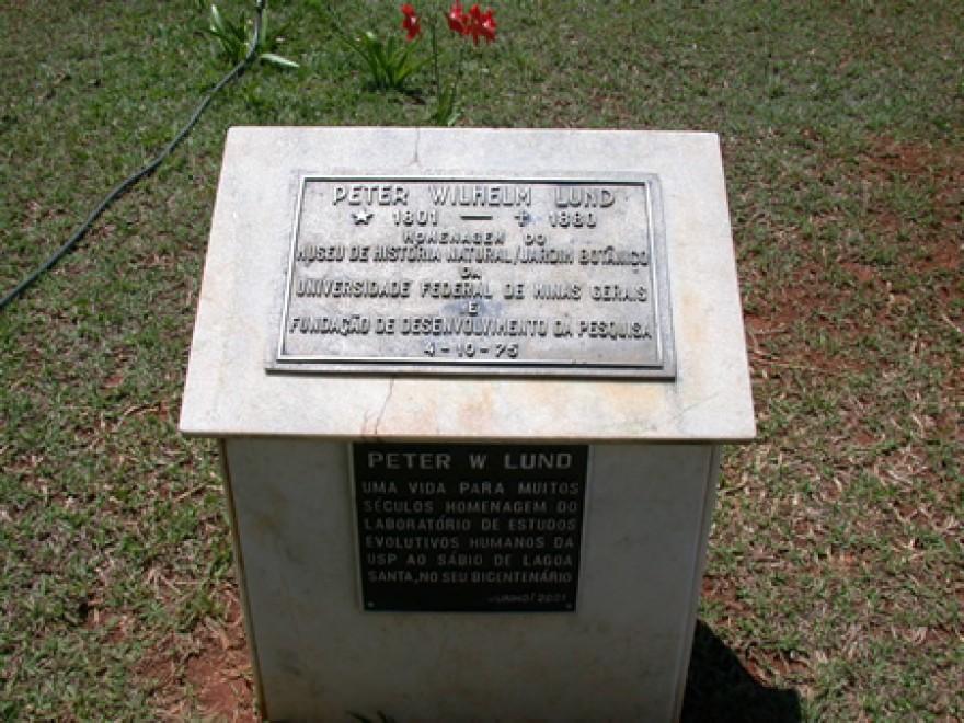 MG_LAGOA_SANTA_Tumulos_do_P_Lund_P_Brandt_W_Behrens_J_Müller_cemiterio_(15)