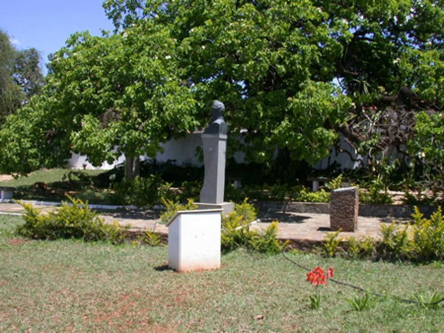 MG_LAGOA_SANTA_Tumulos_do_P_Lund_P_Brandt_W_Behrens_J_Müller_cemiterio_(2)