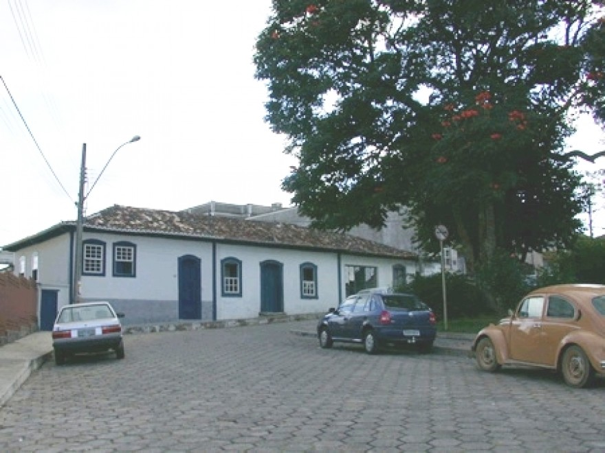 MG_RESENDE_COSTA_Casa_a_Praca_Conego_Cardoso_84_90_1