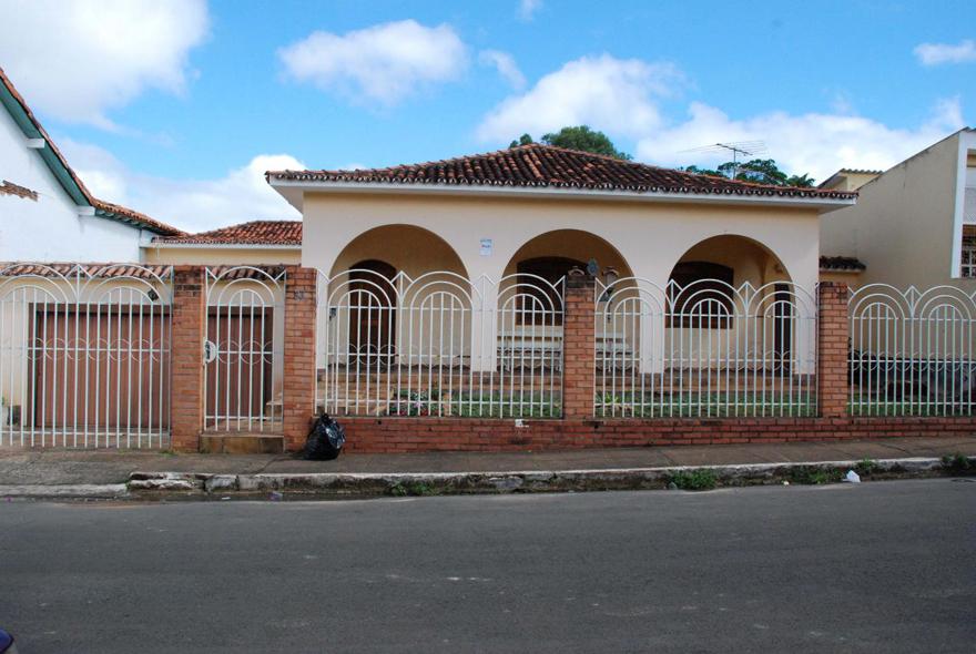 MG_PARACATU_Edificacao_na_Rua_do_Avila_002