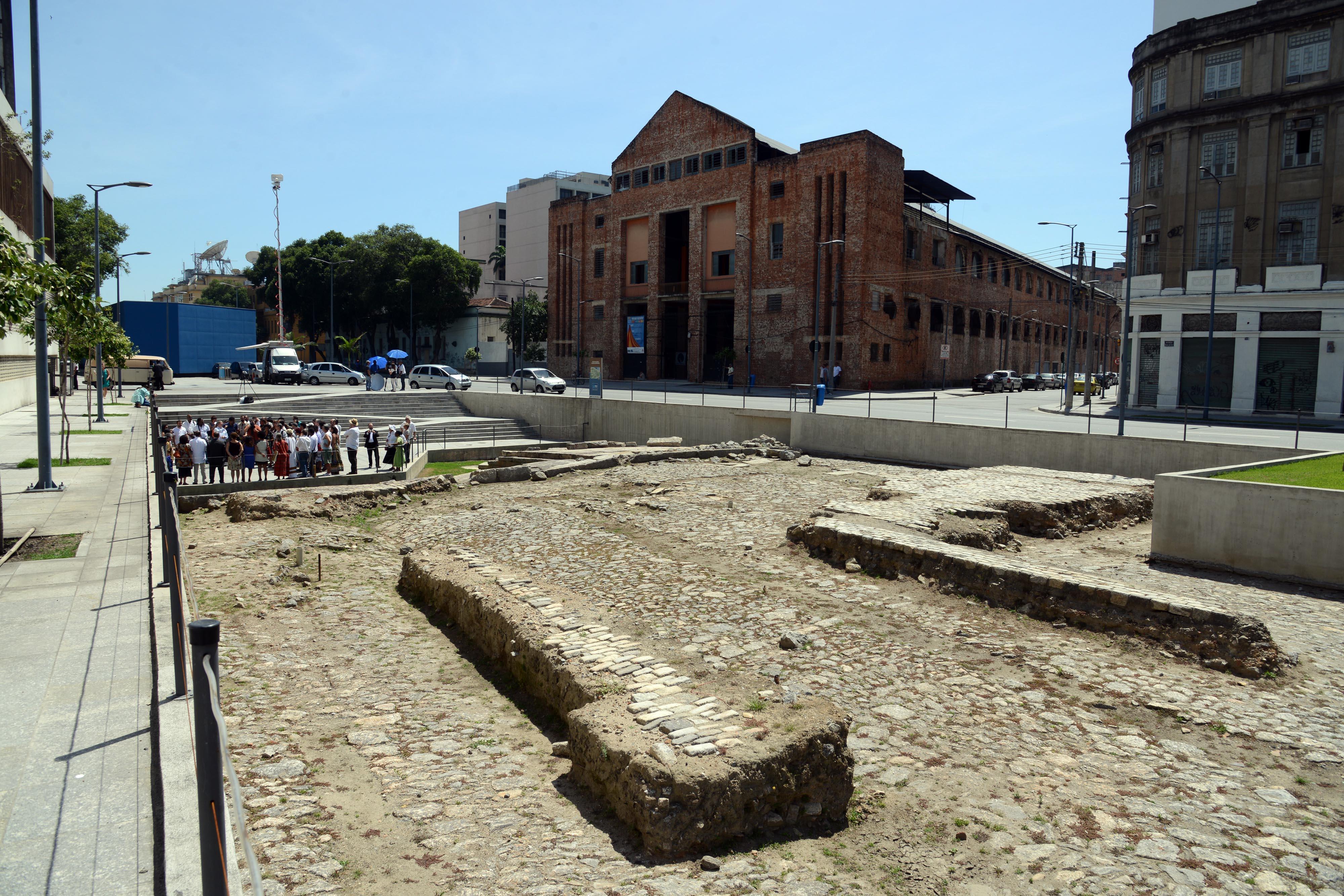 O Cais do Valongo foi construído em 1811 pela Intendência Geral de Polícia da Corte do Rio de Janeiro