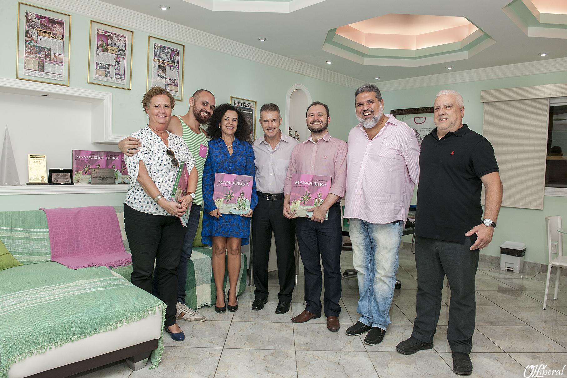 Delegação do Iphan é recepcionada pelo presidente da Estação Primeira, Francisco Manuel de Carvalho e carnavalescos mangueirenses