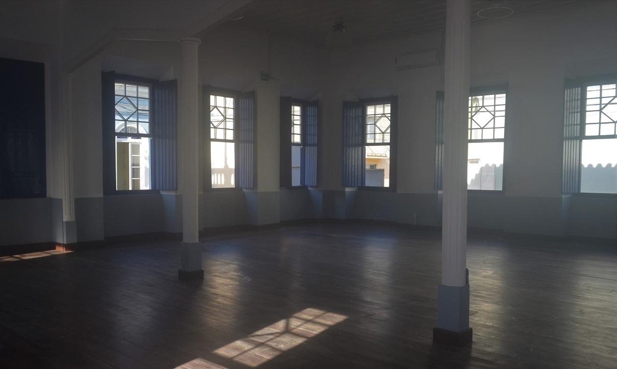 Espaço interno do Clube União Operária, em Laguna (SC)